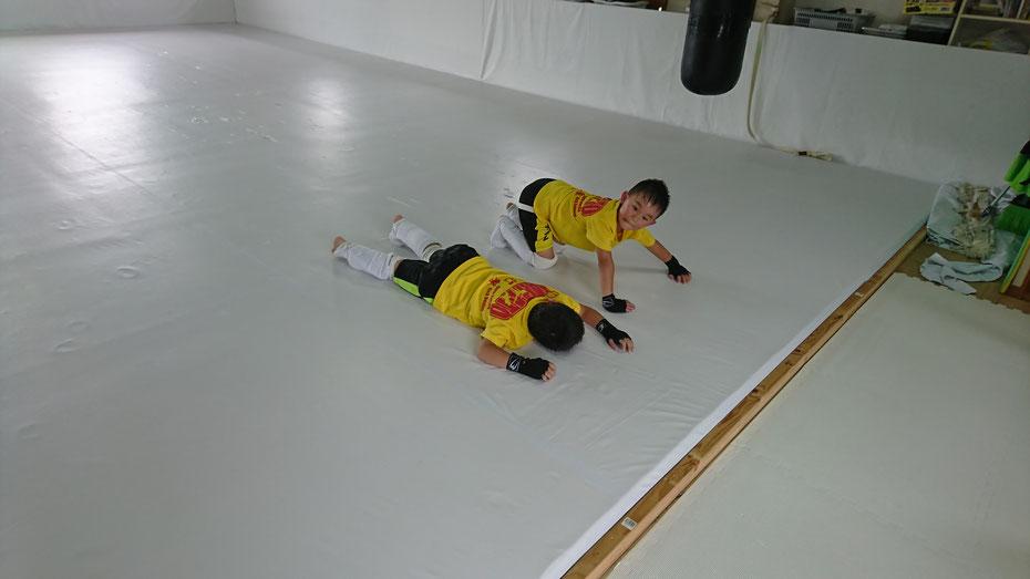 teamYAMATO奈良新大宮支部では筋トレもします。格闘技は体力作りから。