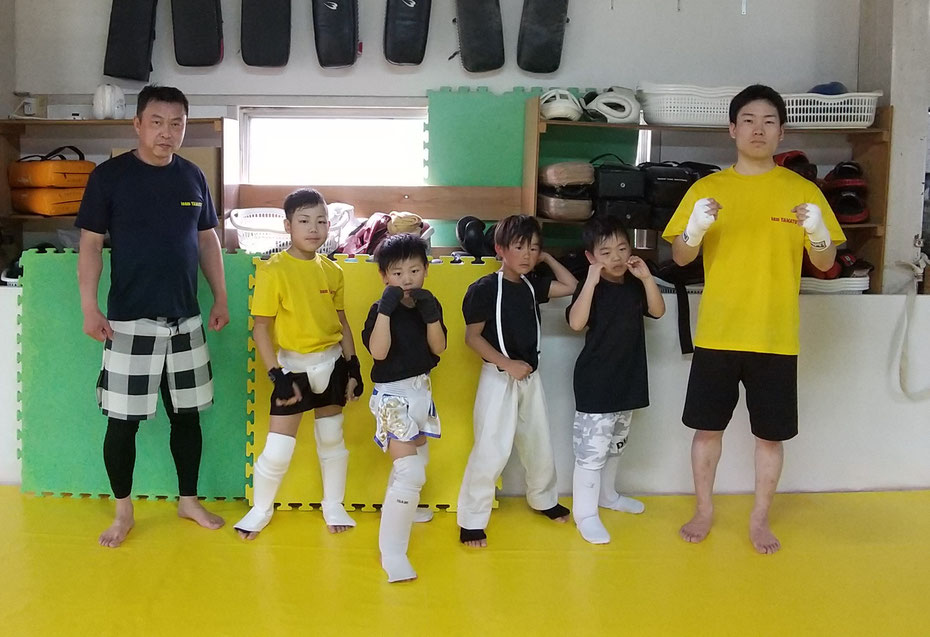 teamYAMATO奈良新大宮支部のメンバー。初心者からでも格闘技を習いに来ています。