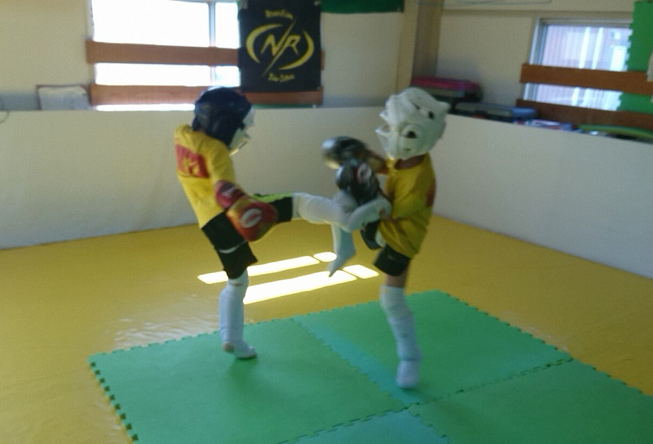 k-1アマチュア公認ジムteamYAMATO 奈良市teamYAMATO奈良新大宮支部での練習 小学生から一般迄キックボクシングの練習できます。