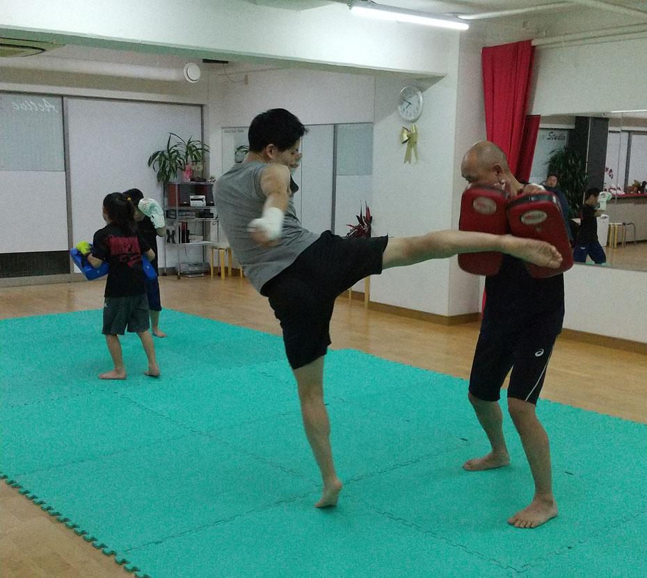 teamYAMATO奈良北支部【西大寺】 本格的なキックボクシングの練習をしています。 空手柔道出身者も多数。