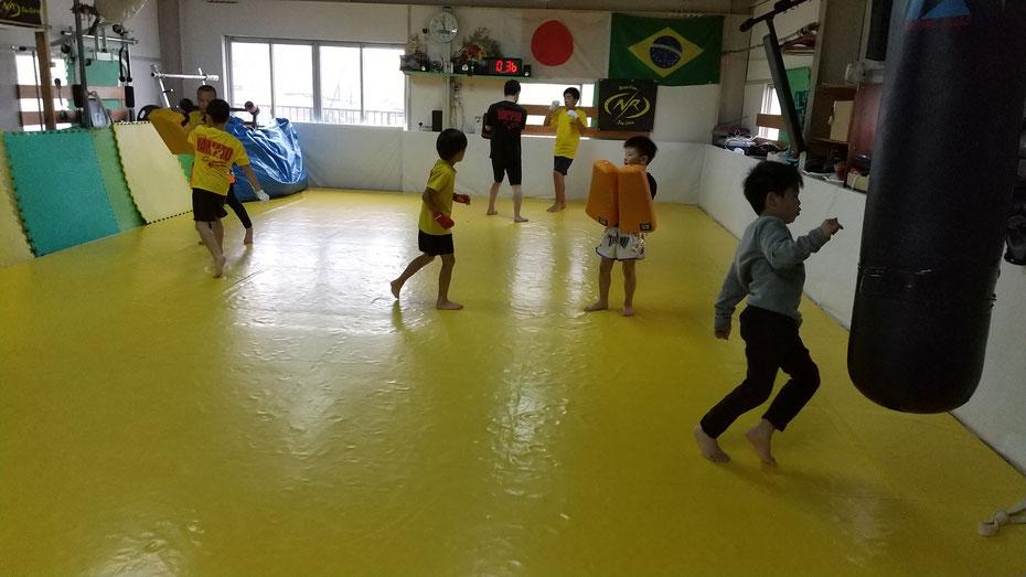 皆初心者からのスタートです。キックボクシングは怪我も少なく体力向上に良い格闘技です。