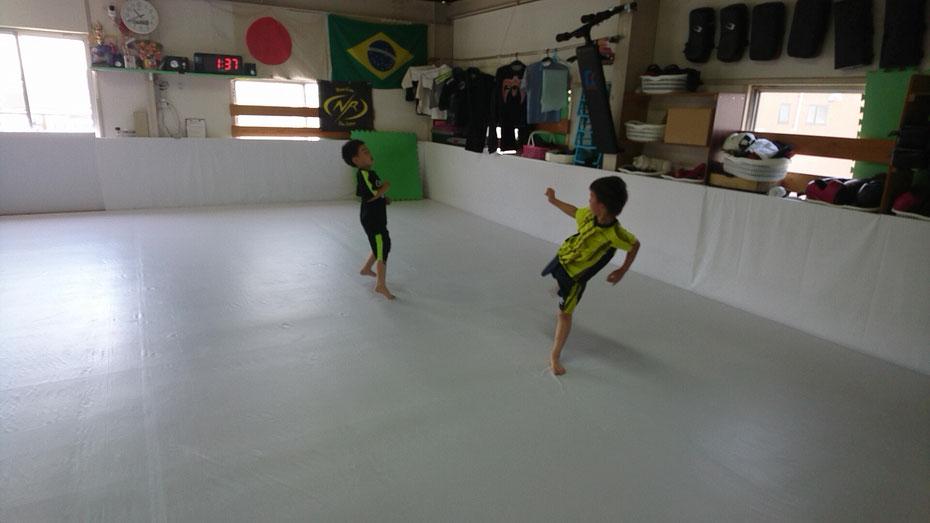 ジュニアキックボクシング。小学生から入会できます。奈良県でキックボクシングするならteamYAMATO奈良新大宮支部で。