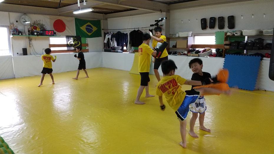 奈良県奈良市で活動しているキックボクシングteamYAMATO奈良新大宮支部です。NR柔術の道場をお借りしています。