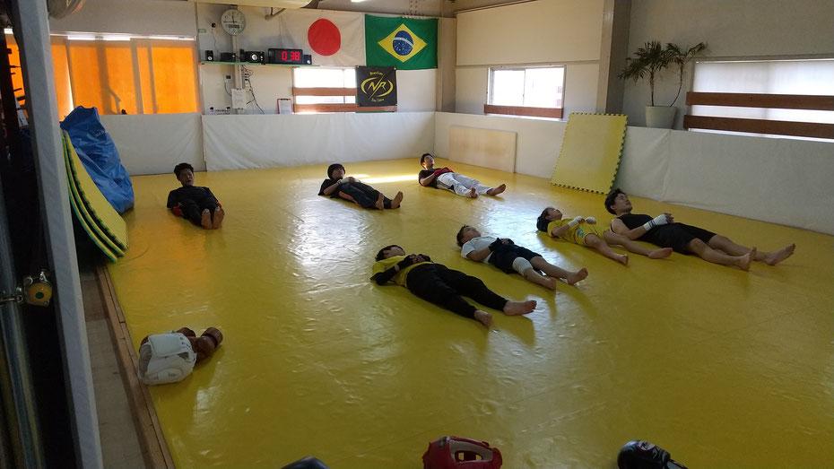 teamYAMATO奈良北支部【新大宮】は、快適なジムでキックボクシングの練習をしています。掃除も練習です。