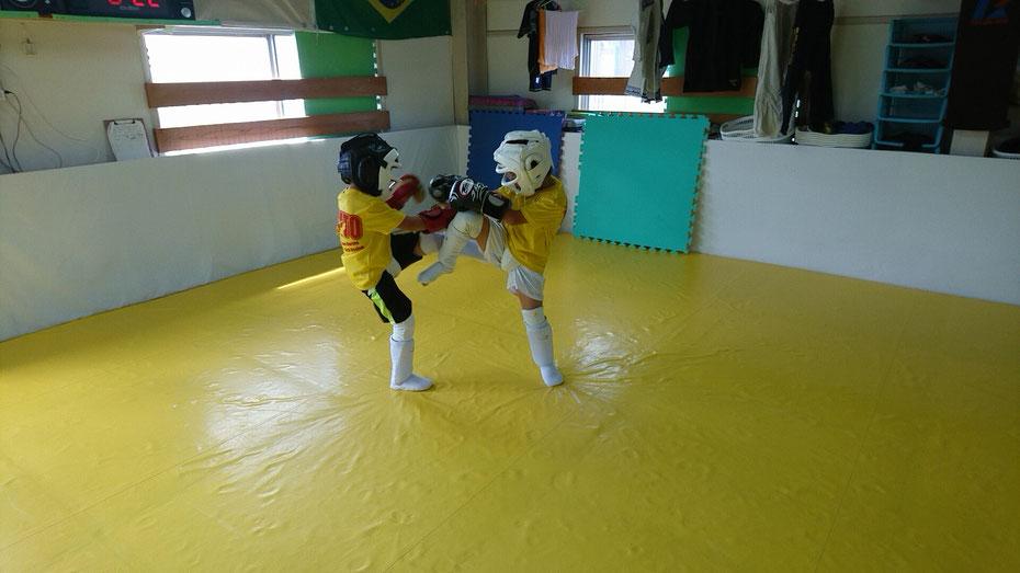teamYAMATO奈良新大宮支部では小学生からキックボクシングを真剣に練習出来ます。