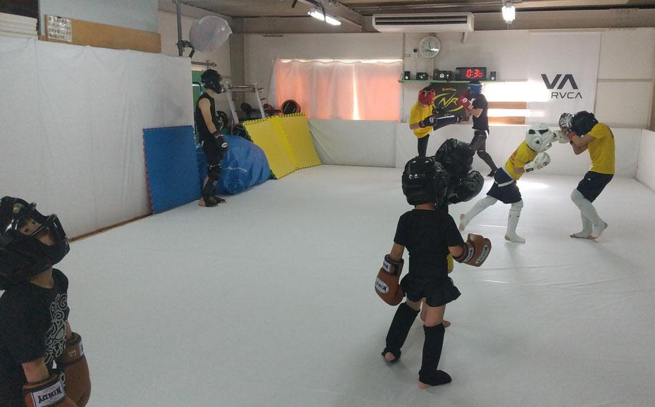 奈良県で格闘技、キックボクシングするならteamYAMATO奈良北支部【新大宮】。空手、柔道、拳法、たの格闘技経験者多数。