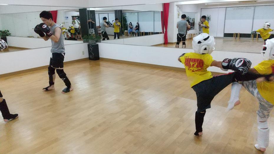 teamYAMATO奈良北支部【西大寺】はK-1アマチュア公認ジムです。空手、格闘技の経験者が親切にキックボクシングをおしえています。