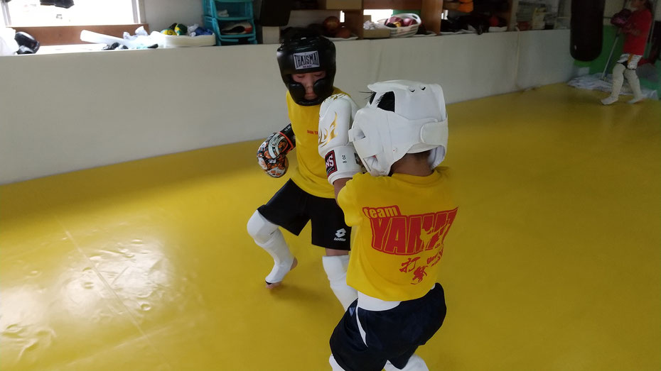 teamYAMATO奈良北支部【新大宮】キックボクシングのteamYAMATO奈良北支部【新大宮】です。暑かった。