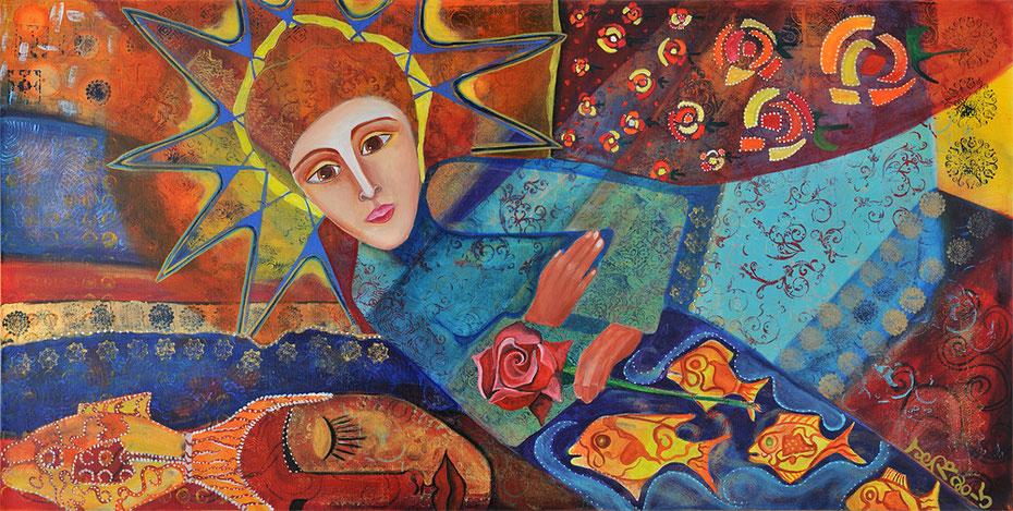 Eine Frau steht in einem Rosenfeld hält eine Rose in der Hand und spricht mit Gott