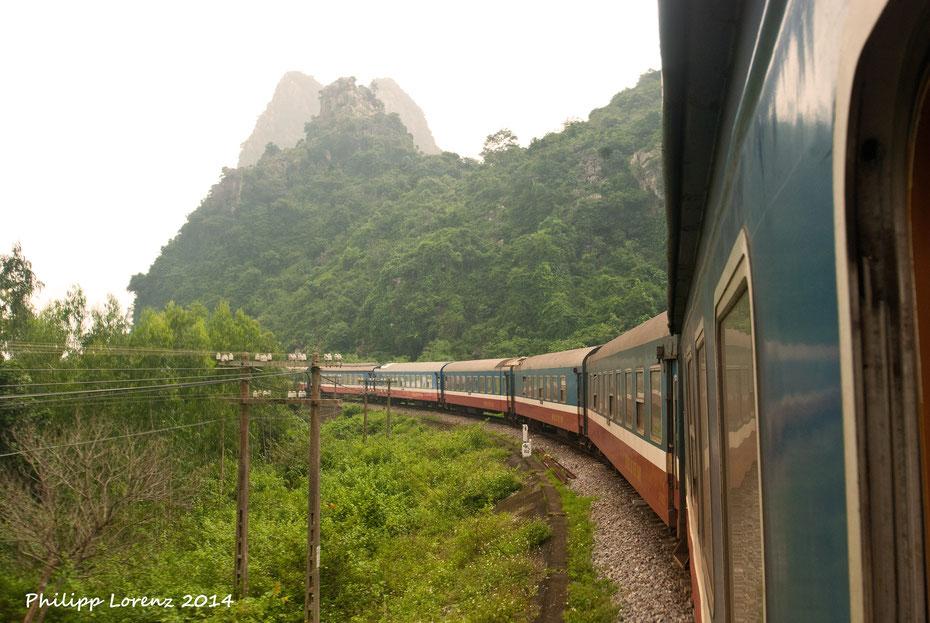 """Mit dem """"Reunification Express"""" geht es 35 Stunden lang von Süden nach Norden durch ein wundervolles Land. Die Endstation Hanoi war für neun Tage die vorletzte Station auf meiner Reise durch Südostasien."""