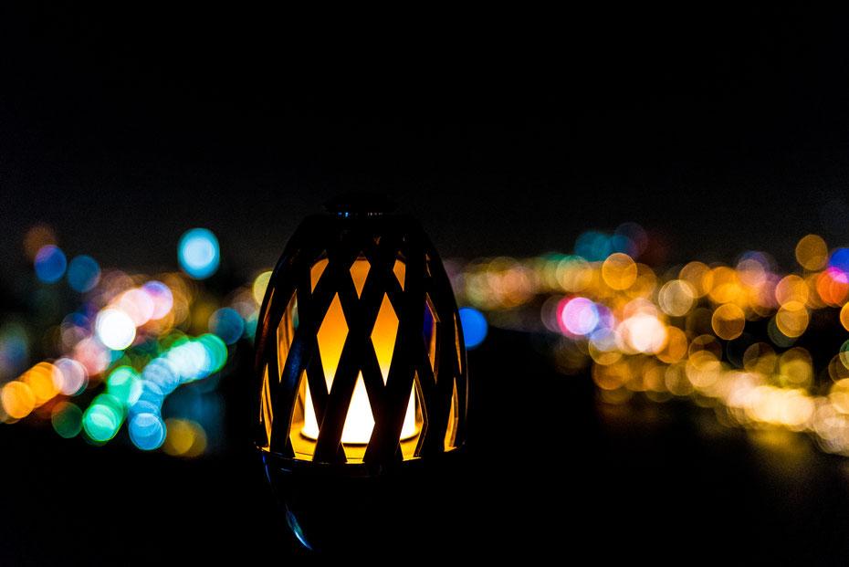 Dubai Lights - im Best Western Plus Pearl Creek gibt's im siebzehnten Stock eine Rooftop-Bar mit toller Aussicht auf den Creek und die Skyline. #lightupthenight
