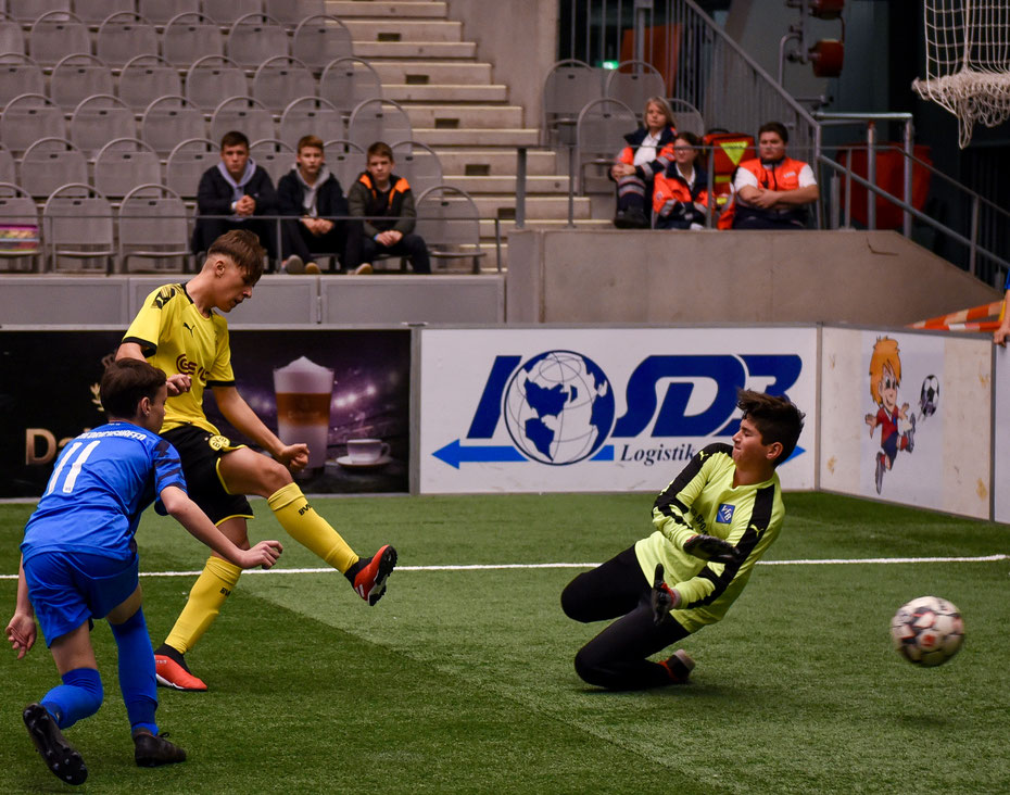 Unaufhaltbar bis ins Finale war der Nachwuchs von Borussia Dortmund. Das Gastgeberteam war gegen die Borussen chancenlos.