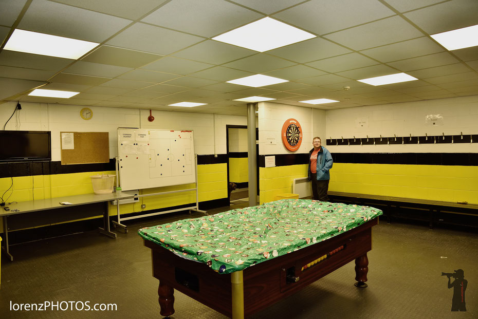 """Inside the lockerroom... Spontan und unerwartet wurde ich zu einer Stadionführung beim Dumbarton FC eingeladen. Vielen Dank an Colm! Das Stadion liegt unterhalb des Burgfelsens, deswegen wird der schottische Zweitligist auch """"Sons of the Rock"""" genannt."""