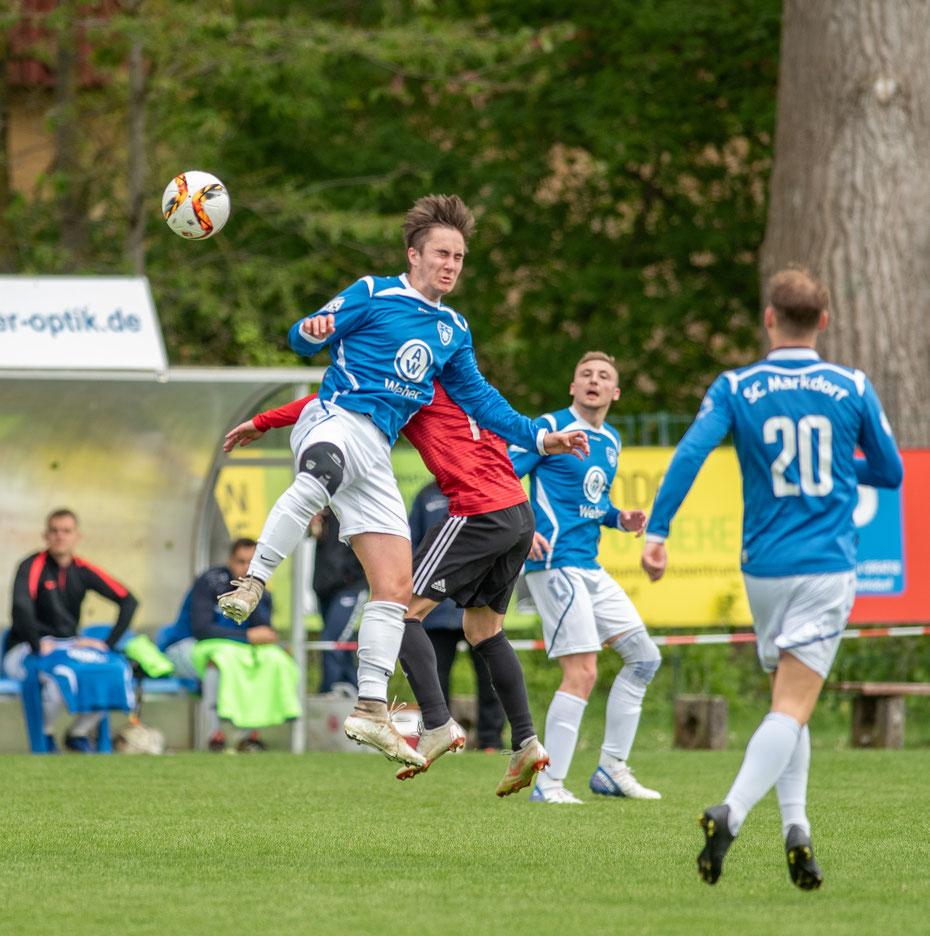 """""""Augen zu und durch"""" ist das Motto des SC Markdorf in den letzten Spielen der Landesligasaison 2018/2019. [SBFV Landesliga Staffel 3, SC Markdorf - FC 09 Überlingen 0:2, 05.05.2019]"""