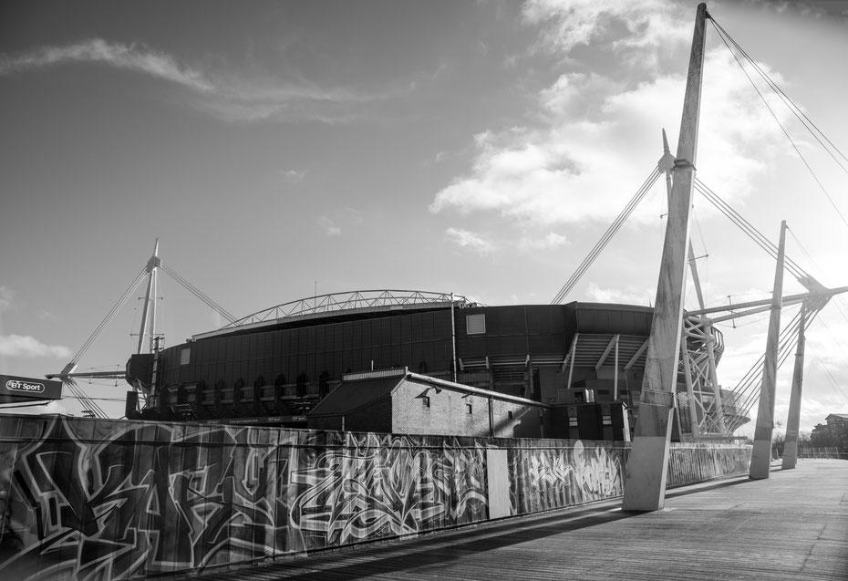 Millenium Stadium Cardiff (Wales) - sieht man leider immer seltener: ein Stadion mitten in der Stadt. Ende der 90er Jahre wurde das Nationalstadion an gleicher Stelle wie der Vorgänger gebaut, keine drei Minuten sind es bis in die Fußgängerzone!