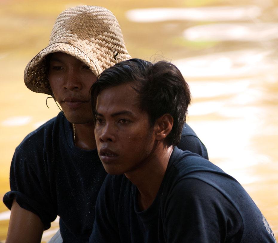 Reportage und Portrait in einem: während der Regatta zum Wasserfest auf dem Tonle Sap Fluss in Siem Reap/Kambodscha