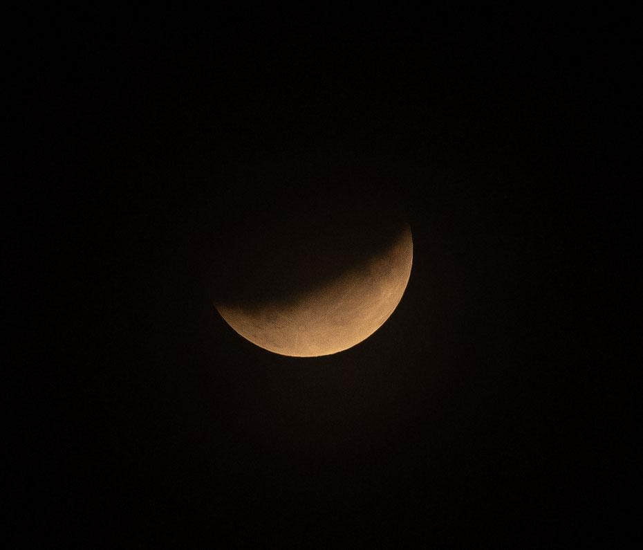 Mondfinsternis - immer wieder ein spannendes Ereignis so eine Mondfinsternis! Mit dem 300er Nikkor kommt man dem Spektakel noch etwas näher :-)  [17-07-2019]