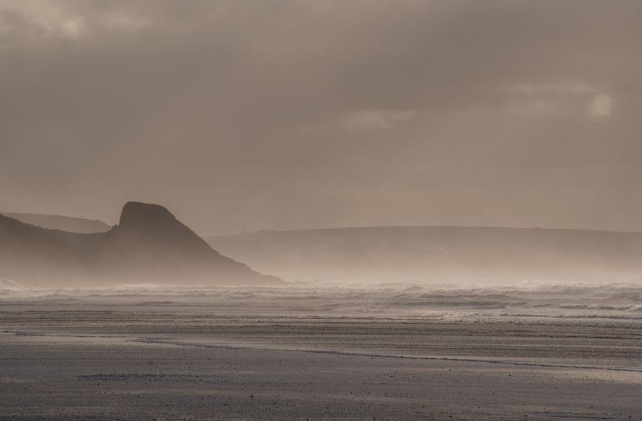 Auf dieses Photo habe ich schon lange gewartet. In Wales hat es jetzt endlich geklappt. Die Küste ist unglaublich vielfältig und bietet ein Photomotiv nach dem anderen. Der Photostop am Strand war nicht der einzigste auf dem Weg nach St. Davids.