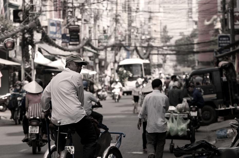Das ehemalige Saigon (jetzt Ho Chi Minh City) ist eine quirlige, geschäftige Metropole in Südostasien. Für mich war HCMS nur eine Zwischenstation auf dem erneuten Weg nach Norden.