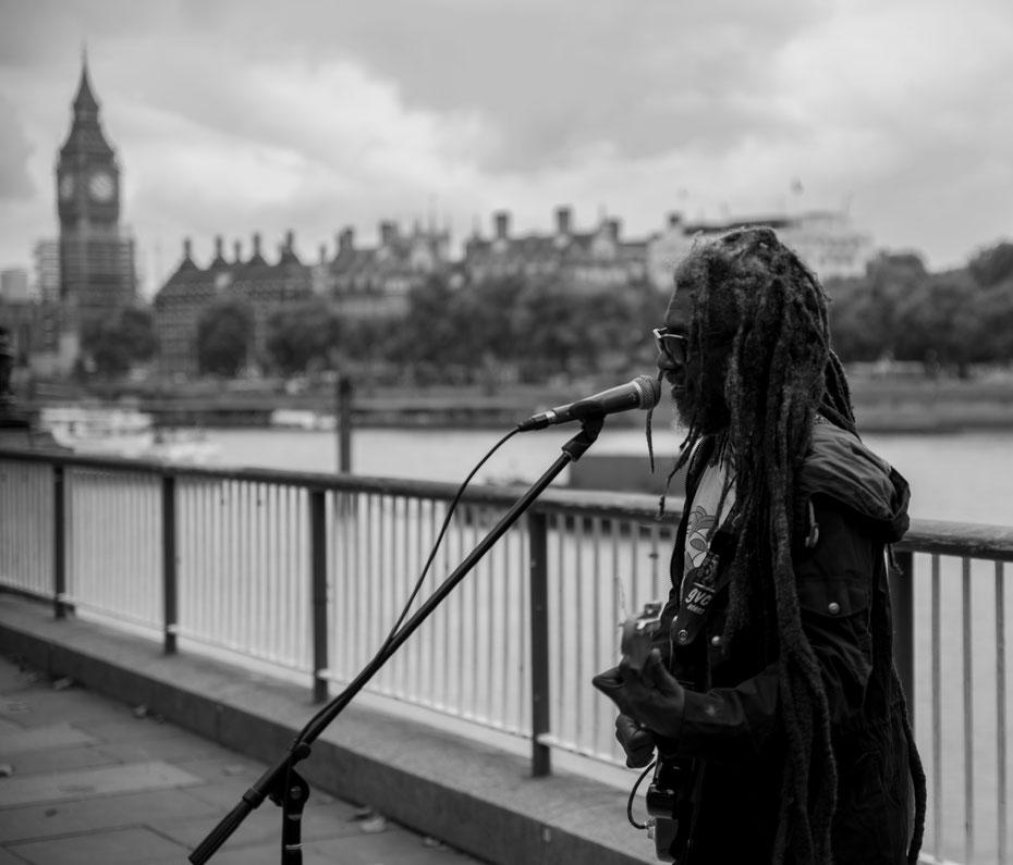 Streetmusic - einer der vielen grandiosen Straßenkünstler in London. Die Stadt ist ein Schmelztiegel der Kulturen, für jeden Geschmack ist etwas dabei! Meinen hat der Reggae-Musiker definitiv getroffen!