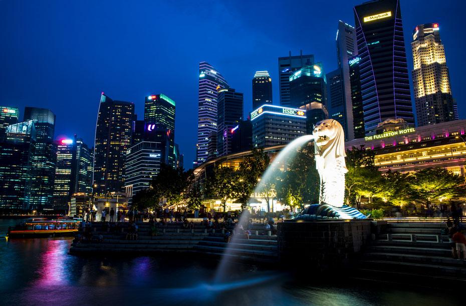 Wahrzeichen - die Merlion Statue direkt vor dem Fullerton Hotel ist DAS Wahrzeichen des Tigerstaats. Nachts treffen sich die Touristen zum Photohooting - einen Platz zum langzeitbelichten zu finden ist manchmal gar nicht so einfach...