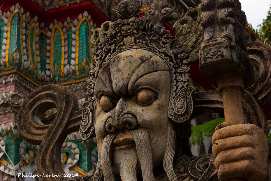 """Old Davy Jones? Oder doch einfach """"nur"""" einer der Aufpasser in einem der vielen Tempel die gleich zu Beginn auf dem Sightseeing Programm standen. An jeder Ecke hat man etwas zu entdecken und zu photographieren."""