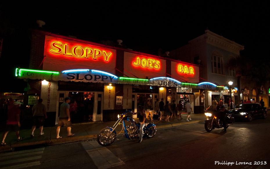 Auf ein paar Drinks in der Stammkneipe Hemmingways, dem Sloppy Joe's. Nicht zu verachten sind auch die Signature Burger in der beliebten Kneipe. Die Harley Days bringen noch etwas mehr Flair in die Stadt.