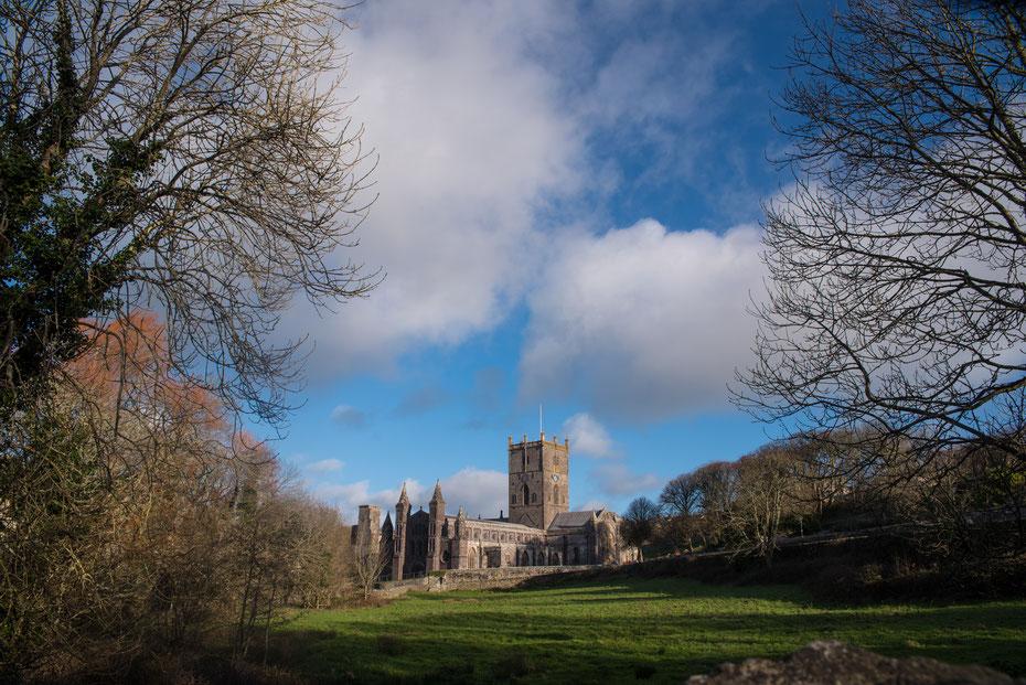 """Die St. Davids Chapel ist einer der heiligsten Orte in Wales. Hier wurde der Nationalheilige geboren. Die Kirche erinnert etwas an den Film """"Da Vinci Code"""". Ein toller Ort zum photographieren."""
