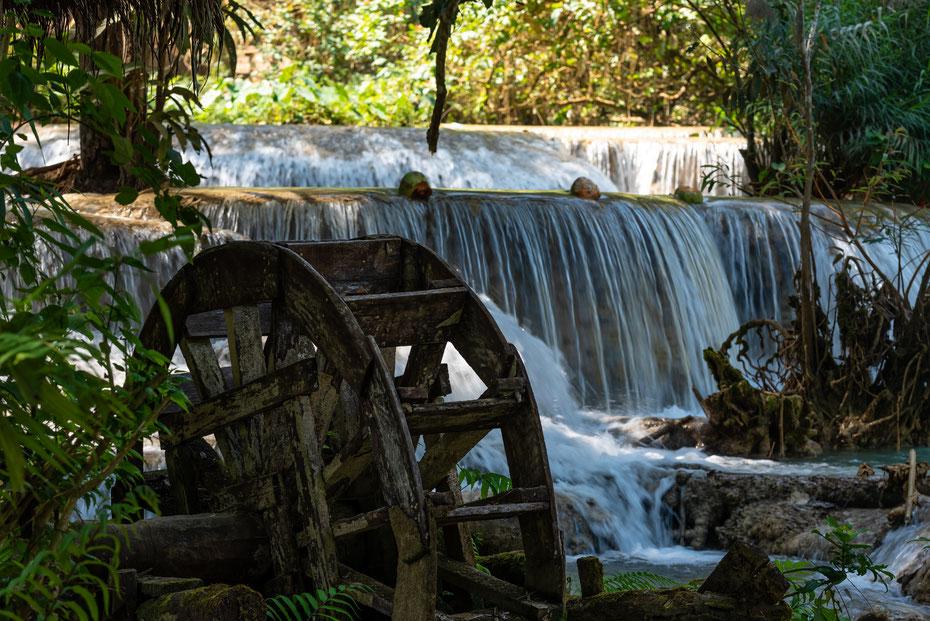 The beauty of water - der Tad Khuang Xi Wasserfall in der Nähe von Luang Prabang in Laos ist sicherlich einer der schönsten Orte in Südostasien!