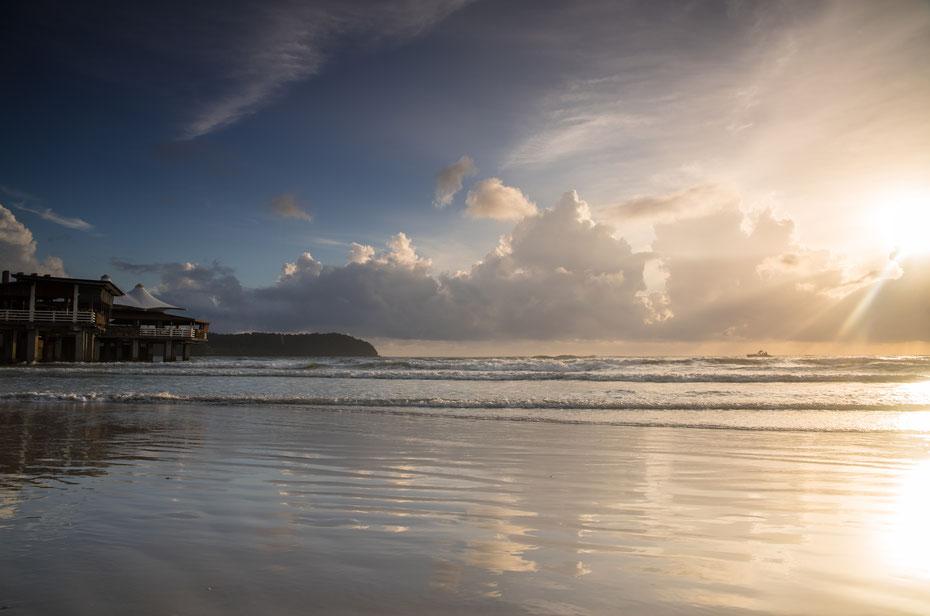 Gleich am ersten Abend auf Langkawi erwartete uns ein traumhafter Sonnenuntergang am Cenang Beach. Nicht weniger spektakulärer waren die Sonnenuntergänge in den kommenden fünf Tagen.