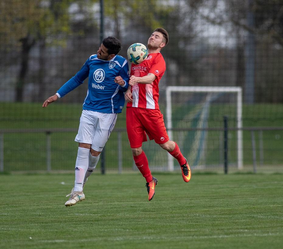 Endlich wird auch in Markdorf wieder auf Rasen gespielt! Und gleich mit Erfolg: im Heimspiel gegen den FC Löffingen gibt's einen 2:1 Sieg zu feiern! [Samet Yazici (li.), 06.04.2019]
