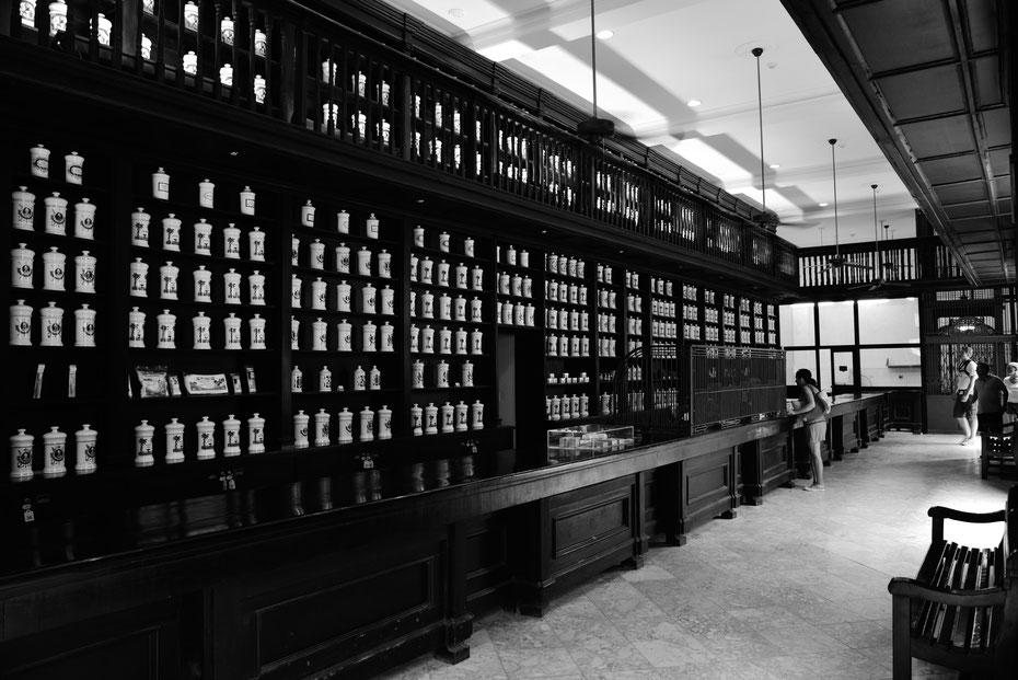 Apotheke und Museum in einem. Einer der vielen Schätze in der Altstadt (Habana vieja)