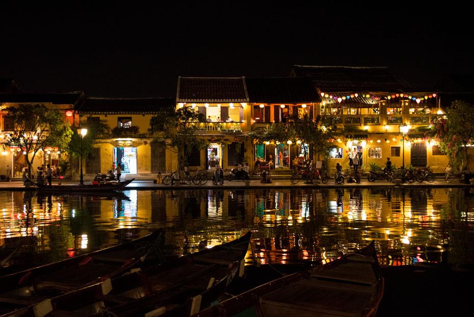 Hoi An Lights - das kleine Städtchen Hoi An zeigt seine Schönheit vor allem nachts wenn die Lampions leuchten. Die Altstadt von Hoi An wurde von der UNESCO zum Weltkulturerbe ernannt und lädt auch tagsüber zum gemütlichen bummeln und Kaffeetrinken ein.