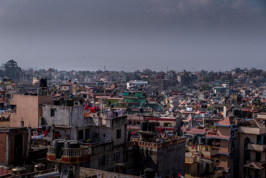 Blick vom Airport Hotel Kathmandu auf die Vororte der nepalesischen Hauptstadt.
