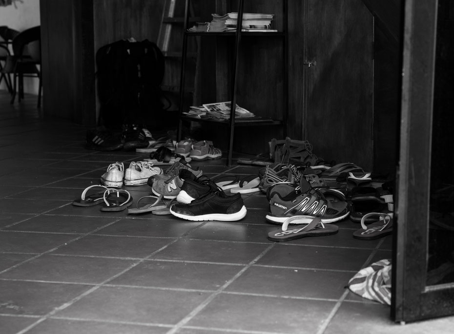 Eingangsbereich des Couzi Couji Hostels in Georgetown. In Malaysia ist es üblich seine Schuhe vor dem Haus des Gastgebers auszuziehen.