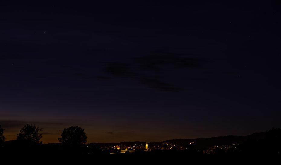 Bevor der Komet Neowise sich am nordwestlichen Nachthimmel zeigte, war etwas Geduld gefragt. Zeit für ein Portrait in der blauen Stunde vom Städtle.  [23-07-2020]