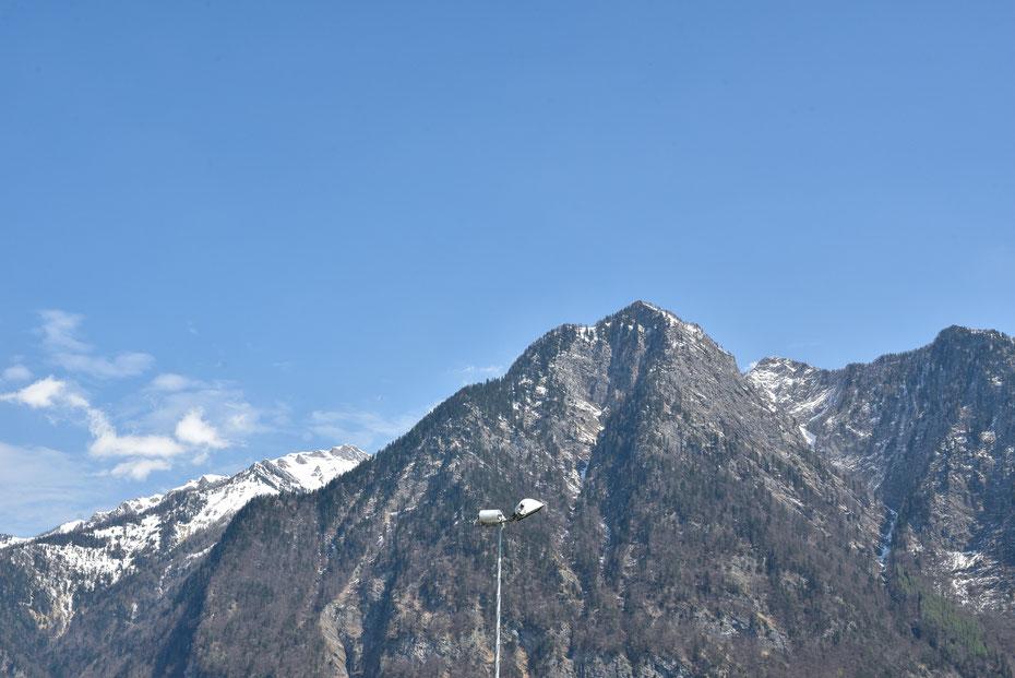 """Noch eins aus der Kategorie """"Floodlight Porn"""", dieses Bild entstand in den Rheinauen beim FC Balzers. Der FCB spielt in der vierten schweizer Liga vor einer sensationellen Alpen-Kulisse. Thank God for loving Football!"""