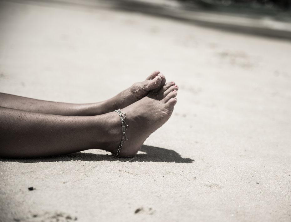 sandy feet [Margarida am Monkey Beach, Pulau Penang, Oktober 2016]