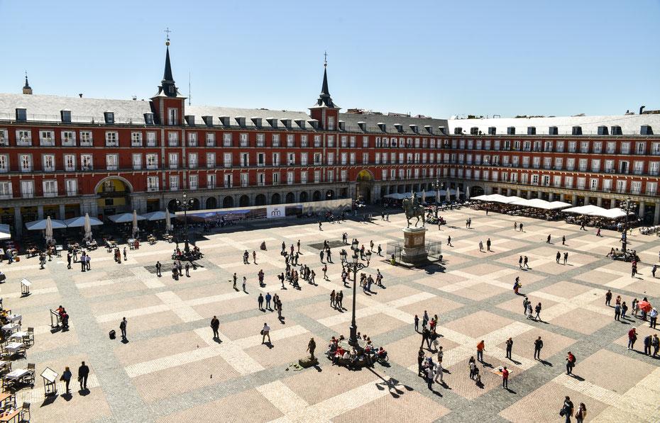 Plaza Mayor - einer der prachtvollsten und belebtesten Plätze in der spanischen Hauptstadt. Praktisch wenn man solche Motive vom Hostel aus photographieren kann :-)