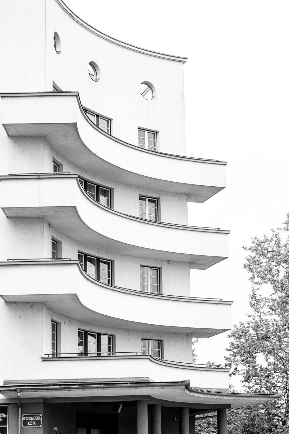 Architektur in Ljubljana - die slowenische Hauptstadt hat für jeden Geschmack etwas zu bieten. Von der mittelalterlichen Burg bis zum Bauhaus-inspirierten Tivoli Center.