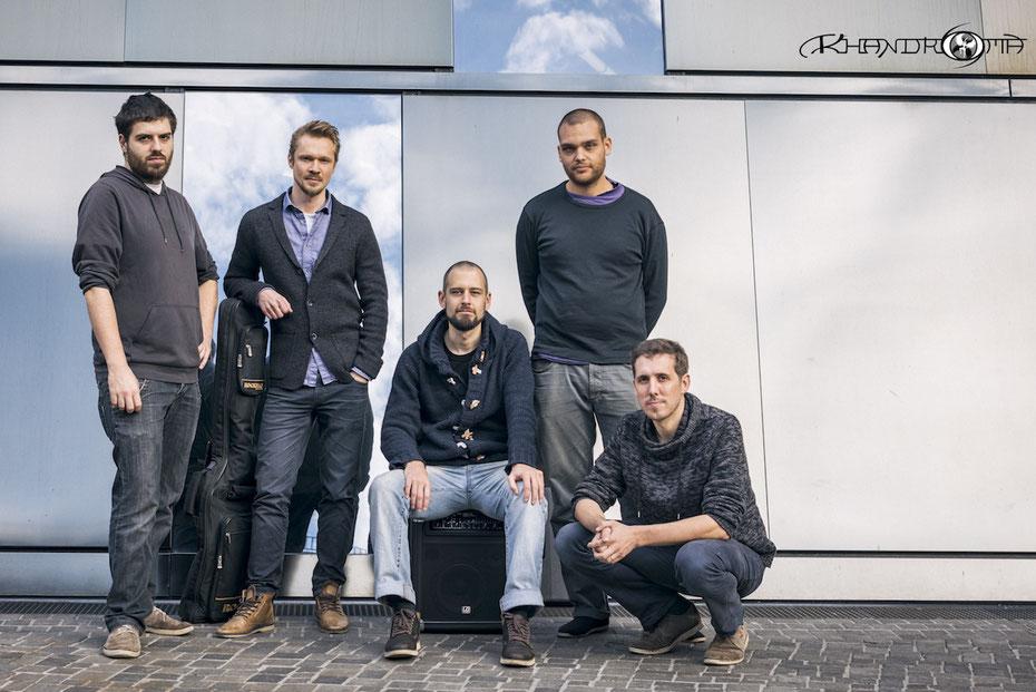 von links:  Stefan Harth (Gitarre), Phillip Janz (Bass), Tilman Vogel (Piano), Moritz Ulrich (Drums) und Johannes Bernet (Saxophon).
