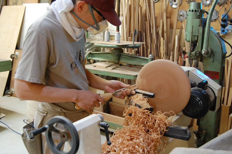 寄木トゥスツール 座面の旋盤加工