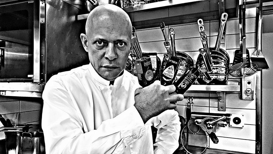 FLOS OLEI Olive Oil Chef of the Year nominiert: Philipp Tresch in seiner Küche im Stadtluzerner In-Restaurant La Perla.