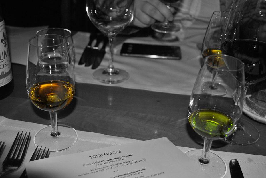 Links das schlechte Lampantöl und rechts das gute EXTRA VERGINE von Fonte di Foiano - Silvan Brun, Master of Olive Oil