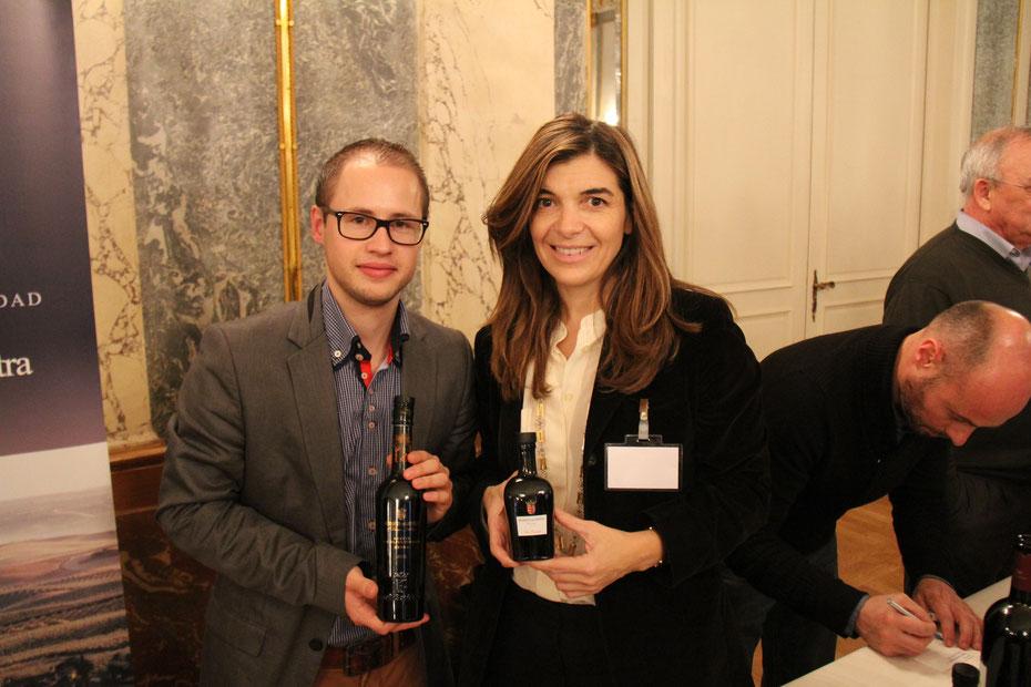 "Silvan Brun und Xandra Falcó - evoo und Marqués de Griñón. Award für das weltbeste intensivfruchtige Olivenöl ""monovarietal"""