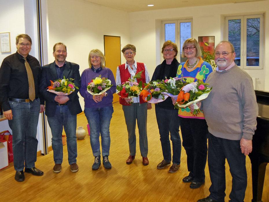 Die wiedergewählten Vorstandsmitglieder des Kirchenmusik-Fördervereins (von links nach rechts): Thomas Schmidt, Ingbert Kroes, Annette Rämer, Inge Nicolai, Silke Link, Gertrud Blanke-Schramm, Heinz-Otto Groh.