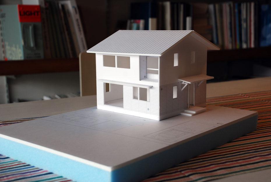 竣工した住宅とほぼ同じ形状の1/50模型。