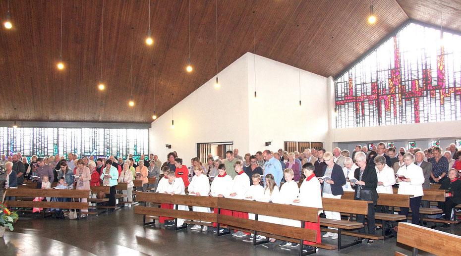 Die voll besetzte Kirche St. Marien an ihrem 50-jährigen Jubiläum - Foto: CHR