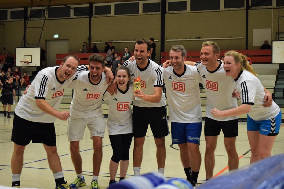 Glücklich: Das Siegerteam der Sportnacht 2018.
