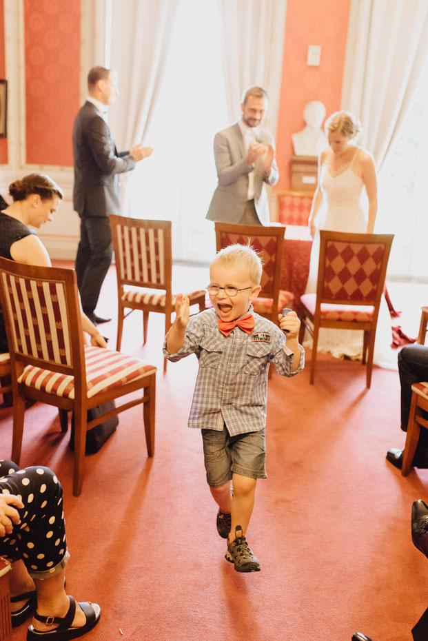 Getting Ready Bergisch Gladbach Köln Düsseldorf Hochzeit Hochzeitsreportage Hochzeitsfotograf Frisur Brautfrisur Bräutigam Villa Zanders